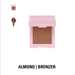 Kylie Cosmetics Almond Bronzer